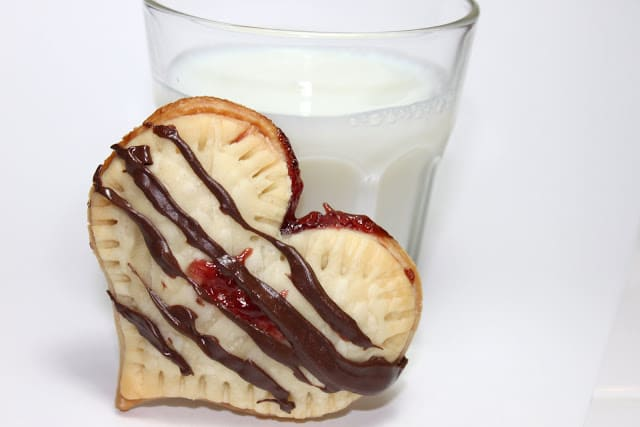 mini heart pies with jam
