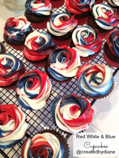 Red White And Blue Cupcakes Tricolor Rose Frosting Createdbydiane July4 Patriotic Cupcake