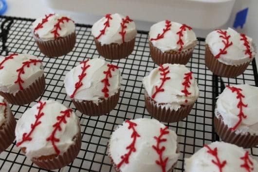 baseball cupcakes @createdbydiane
