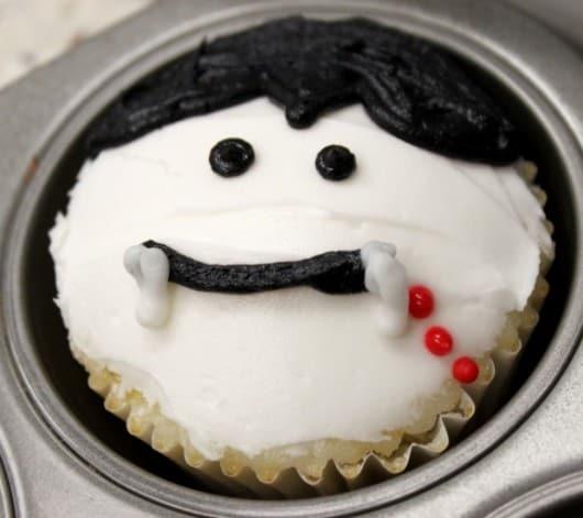Dracula Cupcake @createdbydiane.jpg