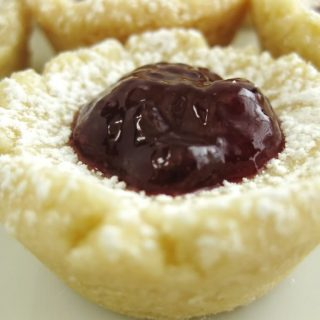 shortbread cookie with jam