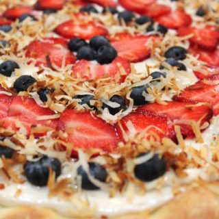 Cheesecake-tasting-fruit-pizza