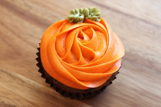Chocolate Pumpkin Cupcakes with Pumpkin Cheesecake Frosting @ ...