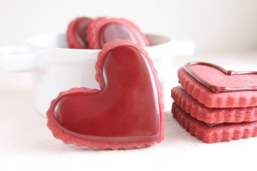 Red-Velvet-Cut-Out-Cookie-Recipe-with-Red-Velvet-Icing-Recipe-530x353