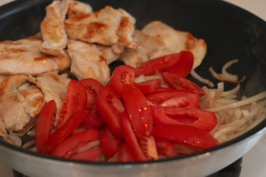 chicken onions and tomatoes