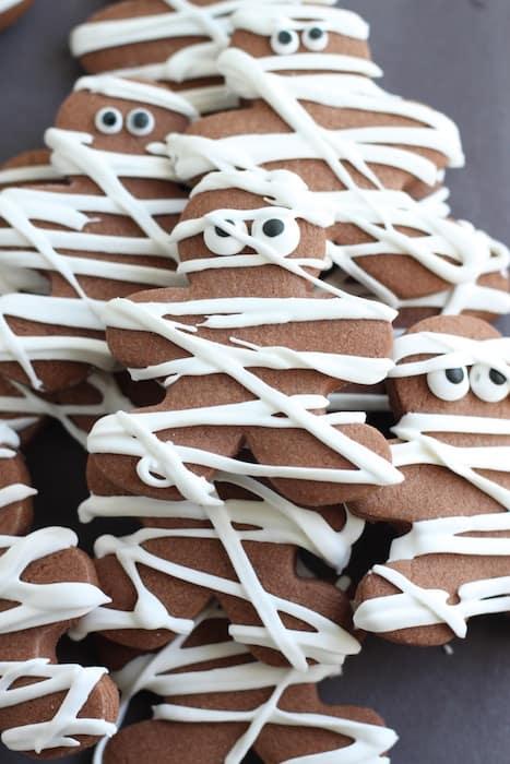 Chocolate Pumpkin Spice Mummy Cookies @createdbydiane