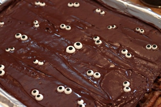 spooky eyed pretzel toffee #Halloween @createdbydiane.jpg