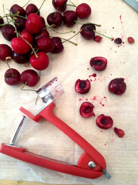 pitting cherries with OXO Cherry Pitter @creeatedbydiane
