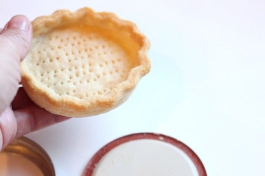 mini pie in mason jar lid