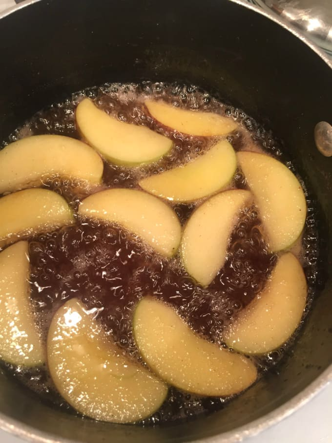 cooking-apple-cinnamon-syrup