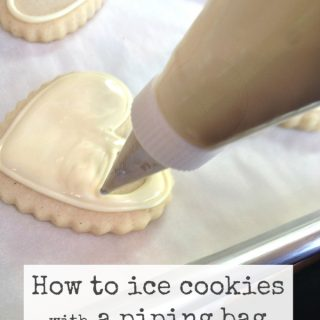 how to ice cookies with a piping bag @createdbydiane
