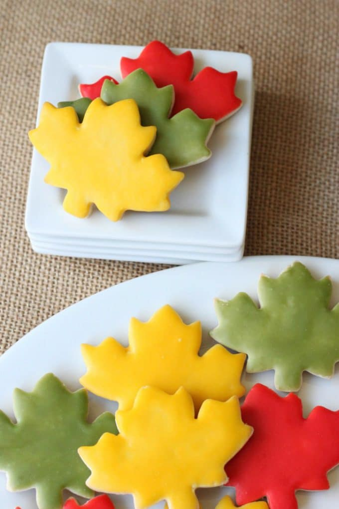 glaze icing on sugar cookies, learn how to ice cookies the EASY way from @createdbydiane