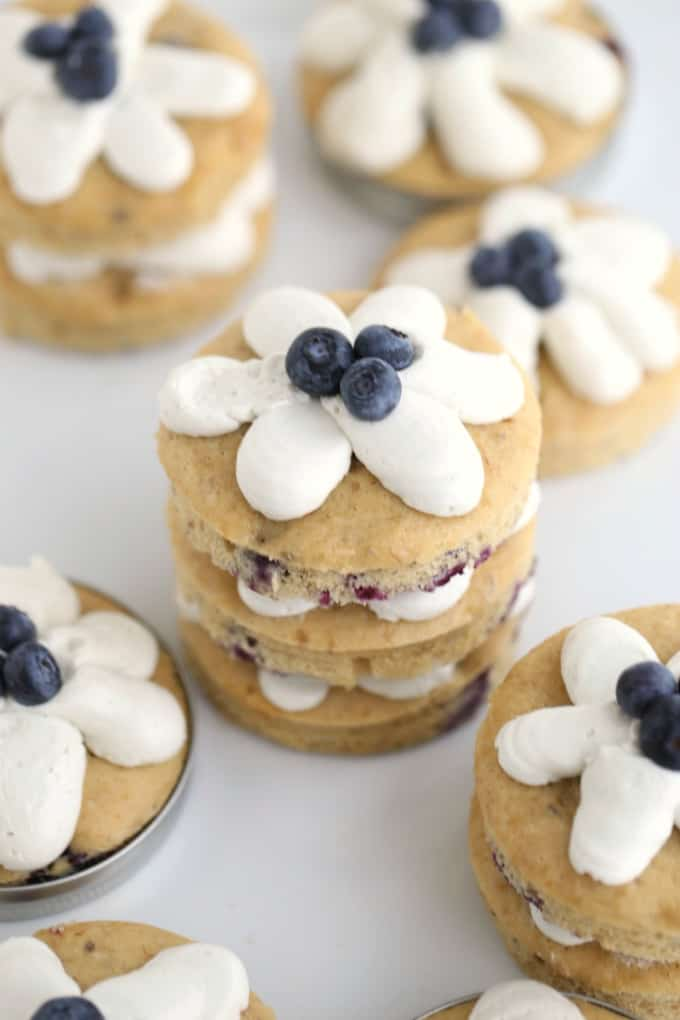 blueberry and banana small cakes