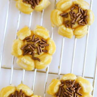Sunflower Spritz Cookies the perfect summer cookies www.createdbydiane.com