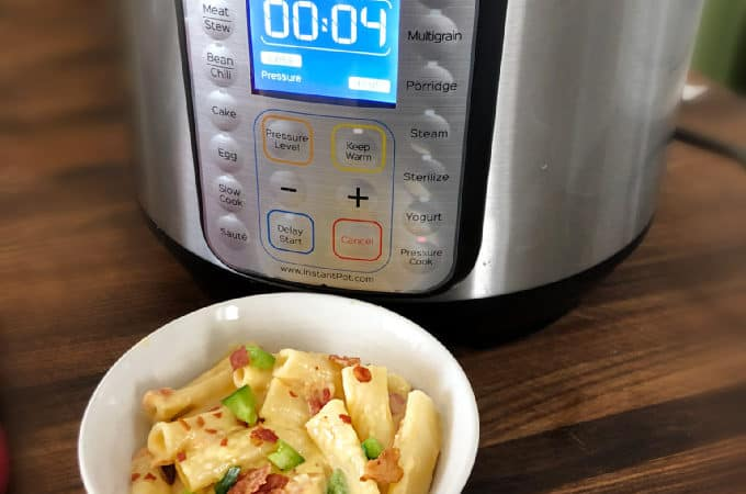 Instant Pot Jalapeno Bacon Mac and Cheese Recipe all cooked in the instant pot -pressure cooker- no stove needed www.createdbydiane.com