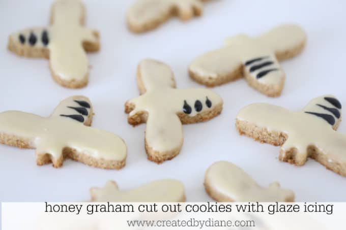 honey graham cut out cookies with glaze icing www.createdbydiane.com #grahamcracker #cookies #cutoutcookies #rolloutcookies